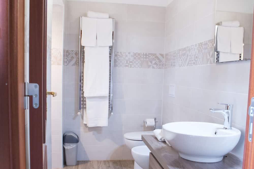 Comfort-Dreibettzimmer, eigenes Bad (NICOLE) - Badezimmer