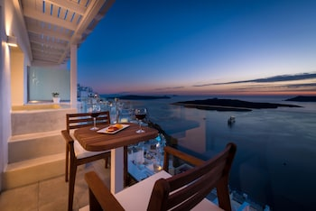 Enter your dates to get the best Santorini hotel deal