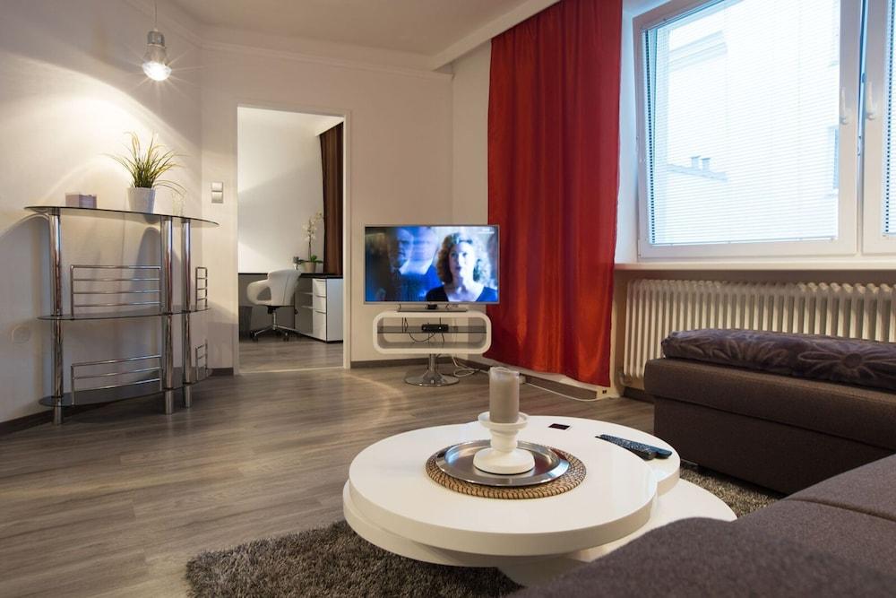 Top Apartments Vienna Gölsdorf, Vienna, Apartment (Top 7 ), Living