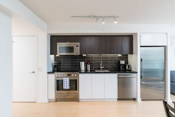 Picture of Bright 2 Bed Lakeview Suite in Toronto