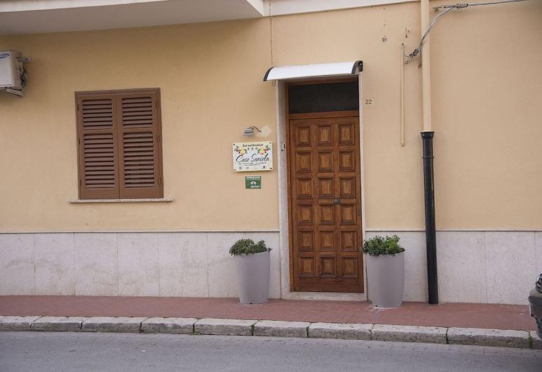 萨尼耶拉之家民宿, 泰拉西尼, 酒店入口