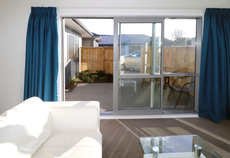 2 Brm Apartment 2 on Jones Crescent, Hamilton, Dvor