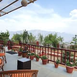 BROWN VILLA WITH A BIG PRIVATE SIT-OUT - Terraza o patio