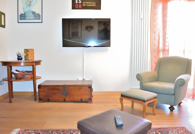 Beddyway - Audrey Apartment, Milan, Apartment, Living Room