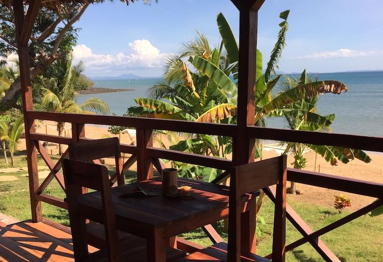 Madagascar Resort Ambaro Beach, Nosy Be, Bungalow clásico, vista a la playa, frente al mar, Terraza o patio