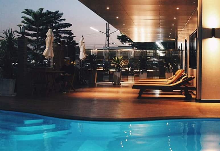 Golden Foyer Suvarnabhumi Airport Hotel, בנגקוק, בריכה חיצונית