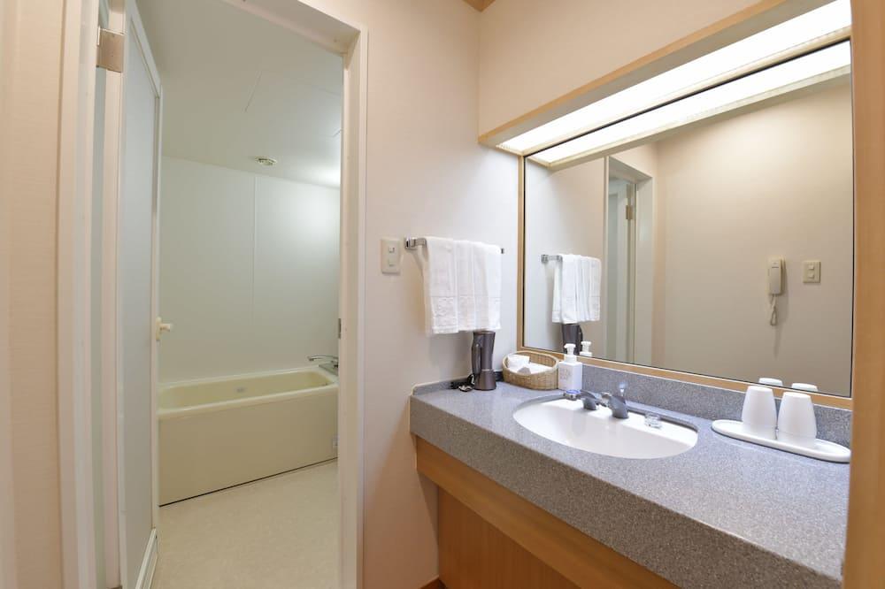 Traditional-Vierbettzimmer (Japanese Style) - Badezimmer
