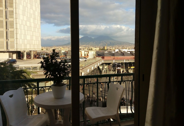 B&B Metropolitan, Naples, Triple Room, 1 Bedroom, Smoking, City View, Guest Room