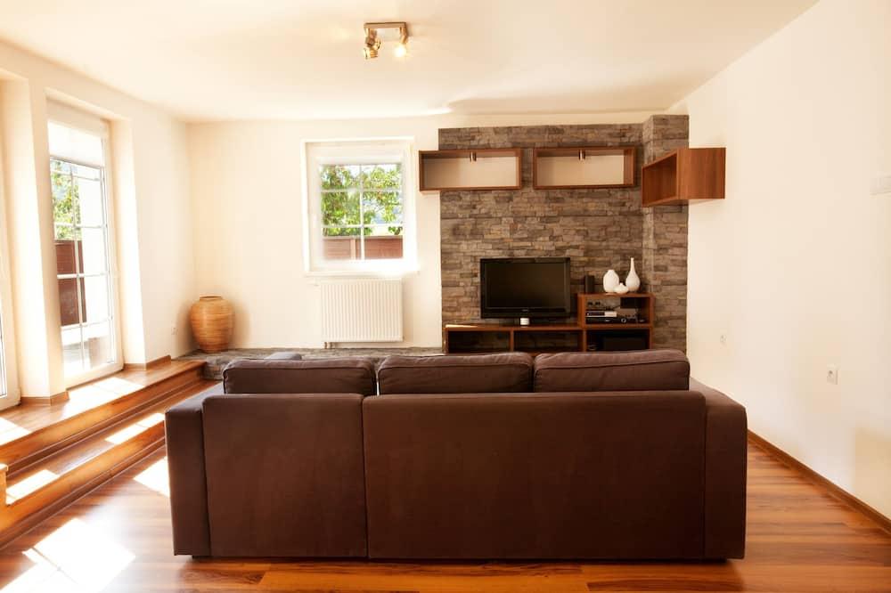 Superior Apartment, 2 Bedrooms, Mountain View, Garden Area - Living Area
