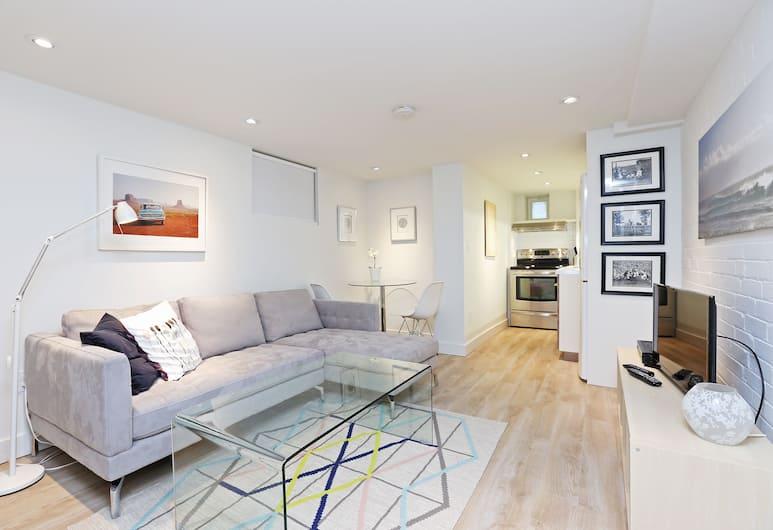 Applewood Suites - Executive Basement, Toronto, House, Living Area