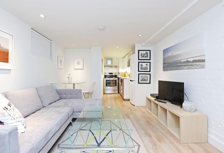 Applewood Suites - Executive Basement, Toronto