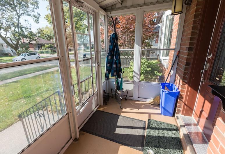 Applewood Suites - Sherway Gardens, Toronto, House, 3 Bedrooms, Living Area