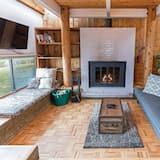 House, 1 Bedroom, Bathtub (Hideaway) - Living Room