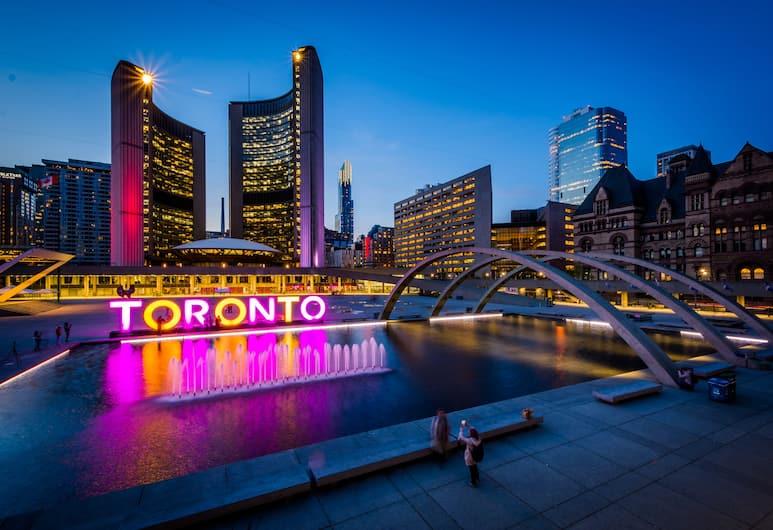 The Atmosphere Boutique Suites, Toronto, Voorkant van de accommodatie - avond
