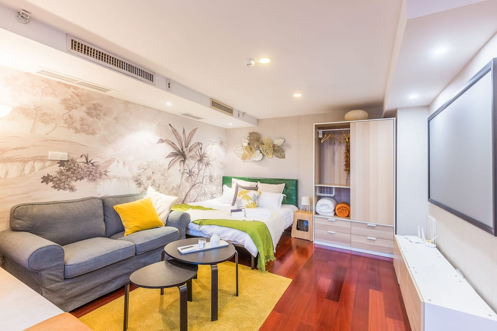 Elite Apartment, 3 Bedrooms, City View - Living Area