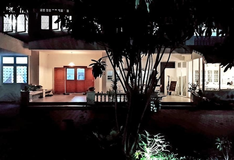 Double Tree House, Chiang Mai, Hotel Front – Evening/Night