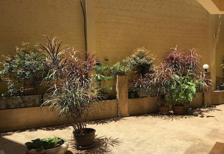 OYO 75344 Ban Elephant Blanc Apartment, Karon, Courtyard