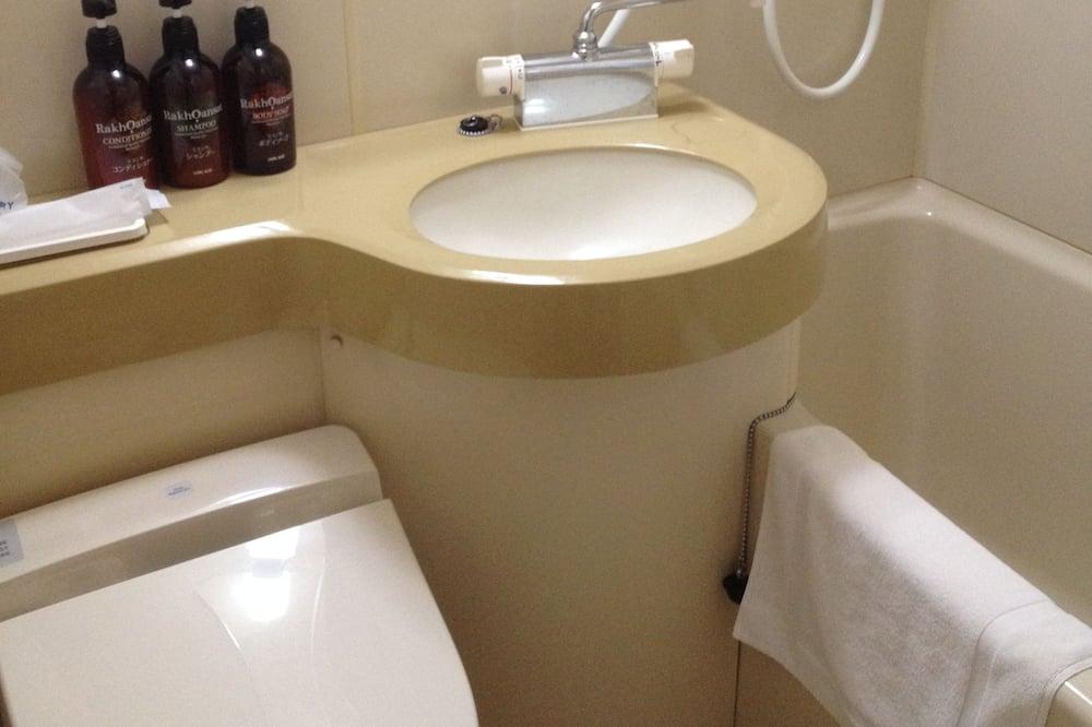 Twin Room, Non Smoking - Bathroom Amenities