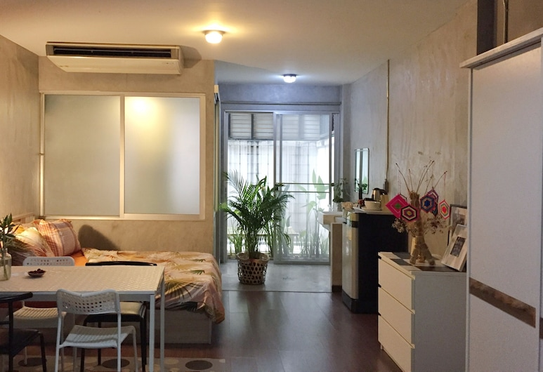 Five Stars Ratchada 19, Bangkok, Family Loft, Multiple Beds, Bathtub, Guest Room