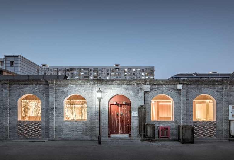 Layering Courtyard Hutel Qianmen, Peking, Pročelje hotela – navečer/po noći