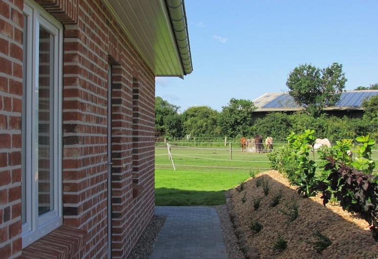 Familien Erlebnishof Büdlfarm, Fehmarn, Family Cottage, 3 Bedrooms, Terrace, Garden View, Property Grounds