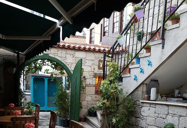 Apaz Butik Hotel, Çeşme, Avlu
