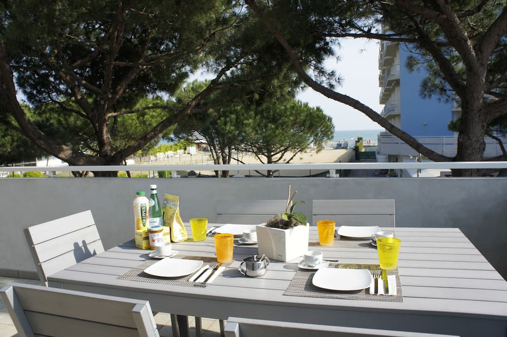 Dzīvokļnumurs ar papildu ērtībām, divas guļamistabas, daļējs skats uz okeānu - Balkons