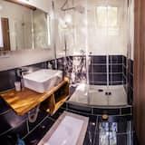 Prabangaus stiliaus dvivietis kambarys, 1 labai didelė dvigulė lova, vaizdas į sodą - Vonios kambarys