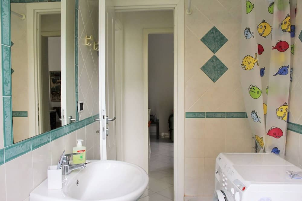 Apartment, 2 Bedrooms, Terrace - Bathroom