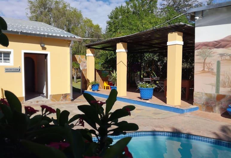 Capbon Guesthouse, Windhoek, Venkovní bazén