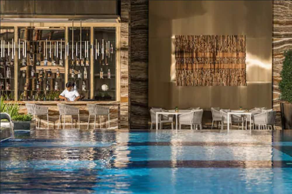 プールサイド バー
