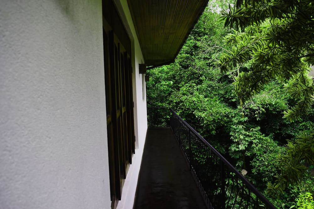 Deluxe Triple Room, 1 Katil Raja (King), Private Bathroom, Garden View - Balkoni