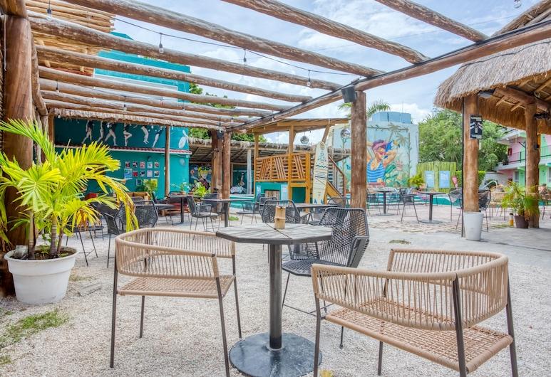 Selina Cancun Downtown, Cancun, Utendørsservering