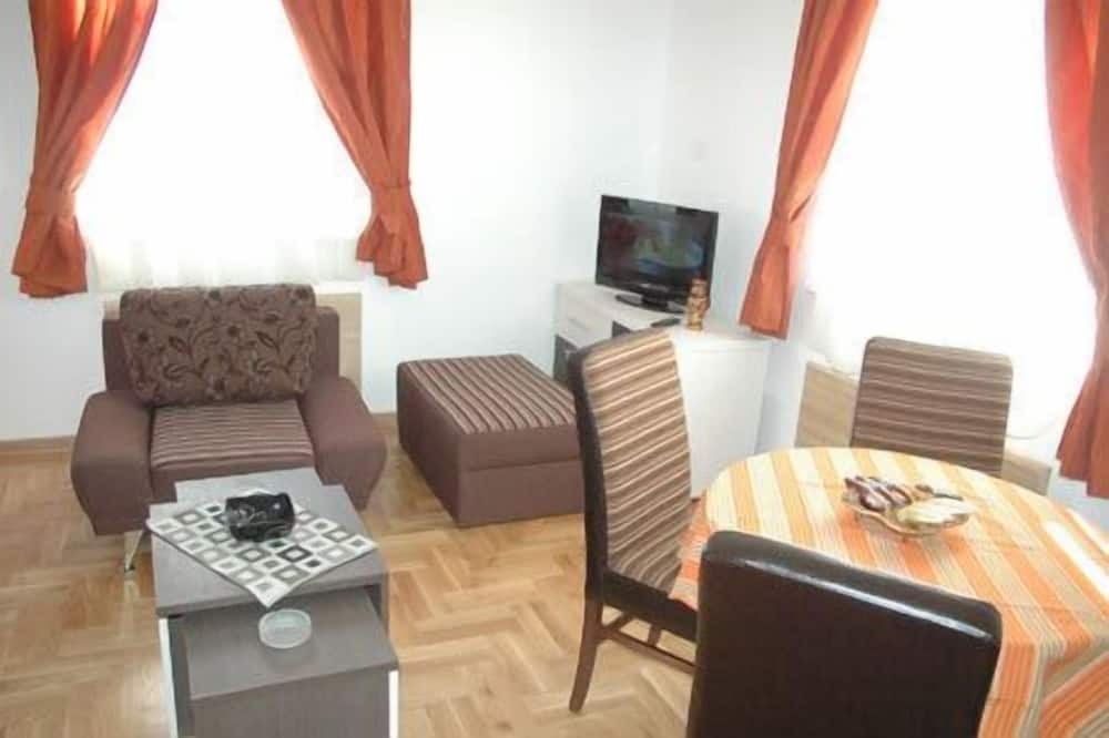 Family Apartment, 1 Bedroom, City View (1) - Living Area