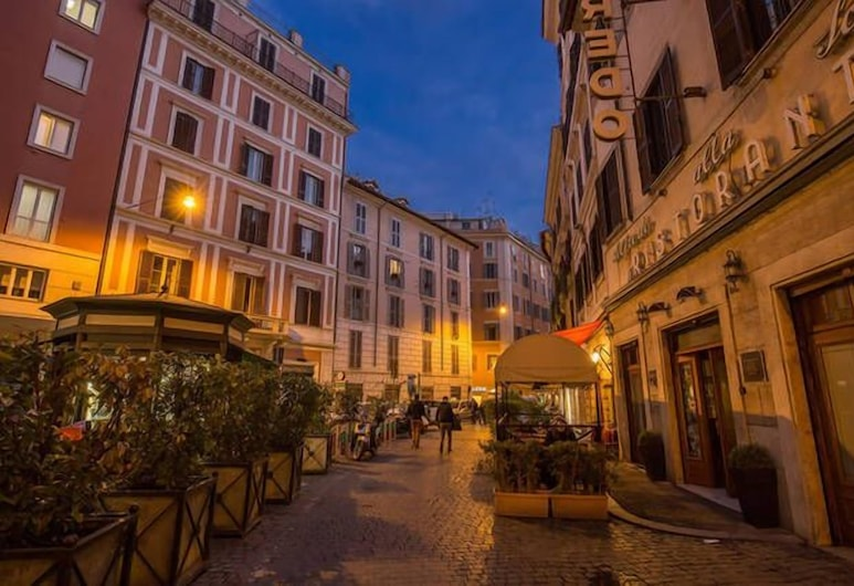 Orso Luxury Apartments, Rome, Property Grounds