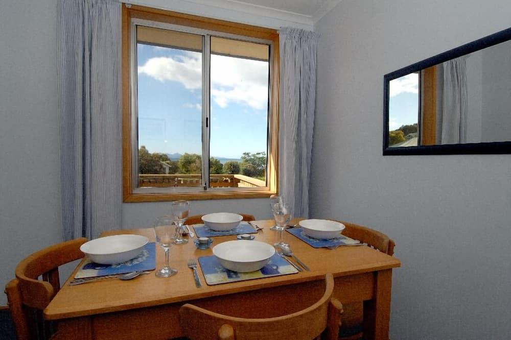 Standard-Haus, 2Schlafzimmer, Küche, zum Garten hin - Essbereich im Zimmer