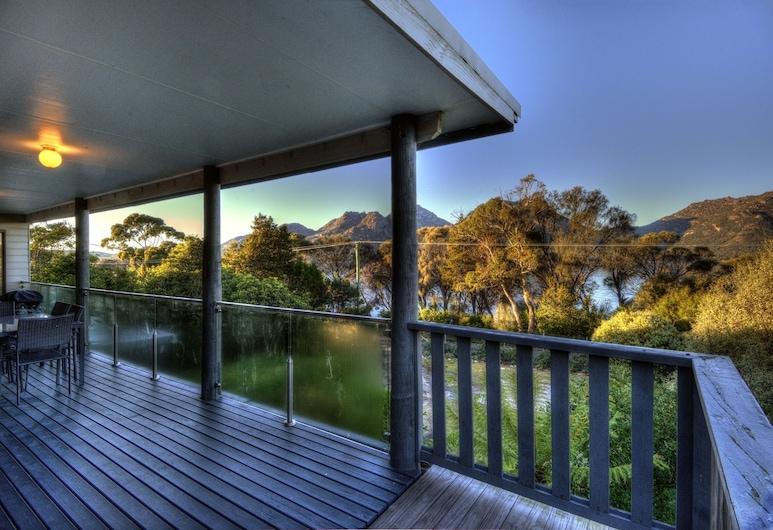 Cove Beach Apartment 2, Coles Bay, 2 Bedroom Oceanfront Apartment , Balcony