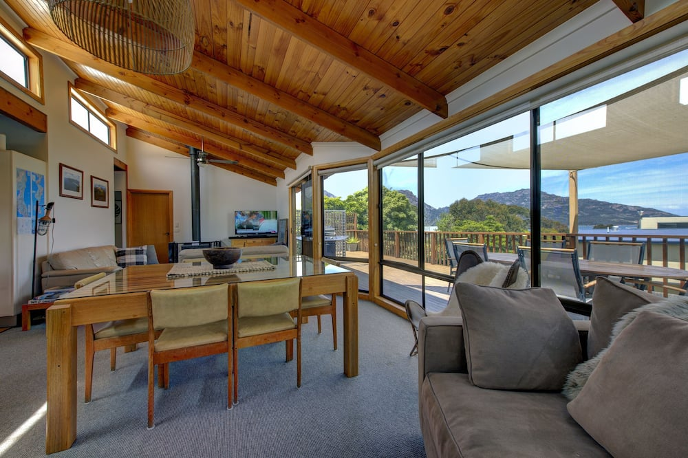Deluxe House, 3 Bedrooms, Fireplace, Mountain View - Living Area