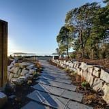 Suunnittelijan Luxury Sechelt Beach House - romanttinen, kylpytynnyri, kävele kaupunkiin