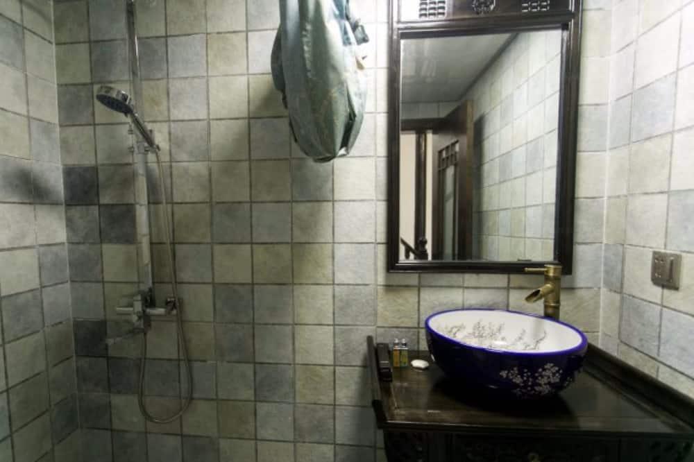 Pagerinto tipo dviejų aukštų numeris, vaizdas į upę - Vonios kambarys