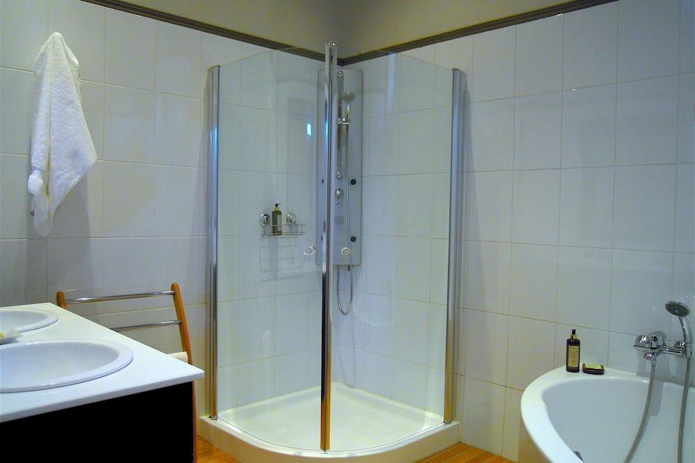 Superior Suite, Ensuite, Garden View (Suite Sainte Croix) - Bathroom
