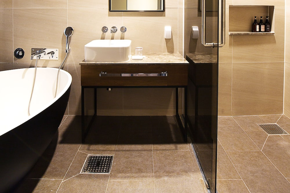 Dvojlôžková izba typu Deluxe, 1 extra veľké dvojlôžko, nefajčiarska izba, výhľad na mesto (with SPA) - Kúpeľňa