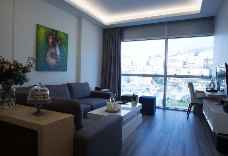 The Stay Furnished Apartments, Dbayeh, Deluxe-Apartment, 1 Schlafzimmer, Stadtblick, Wohnbereich