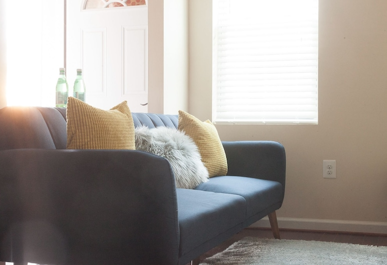 Charming 1 BR Steps from H St Corridor, Washington, Comfort Apartment, 1 Bedroom, Bilik Rehat