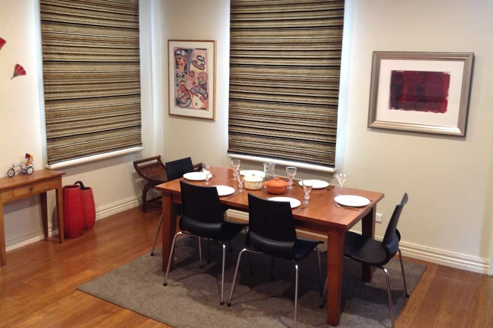 One Bedroom Townhouse - In-Room Dining