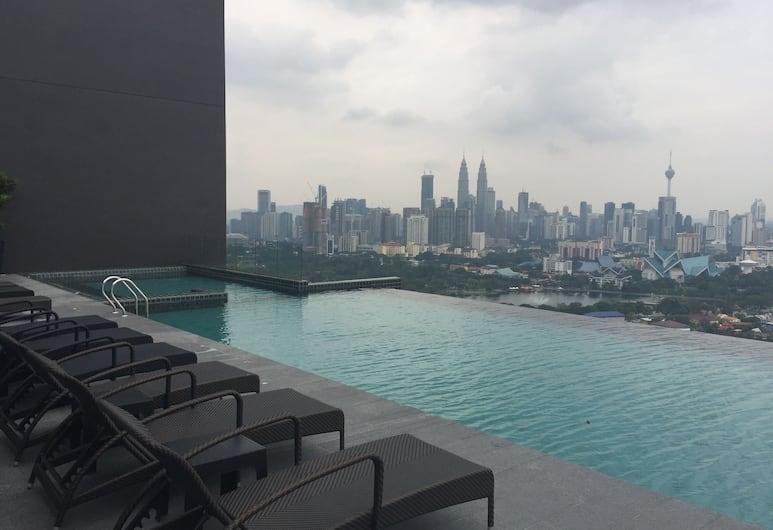 蒂提汪薩奢華複合式瑞奇公寓飯店, 吉隆坡, 無邊際泳池