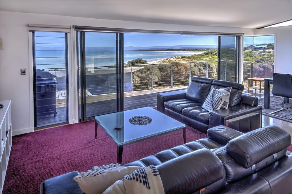 Pagerinto tipo apartamentai, 2 miegamieji, vaizdas į vandenyną, Vaizdas į paplūdimį - Svetainės zona