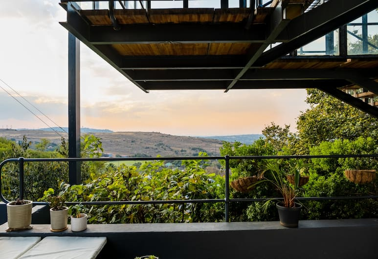 Pablo House, Johannesburg, Deluxe Loft, 1 King Bed, Kitchenette, Valley View, Balcony View