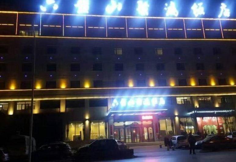 Ningxia Liupanshan Juhong Hotel, Yinchuan, Hotel Front – Evening/Night