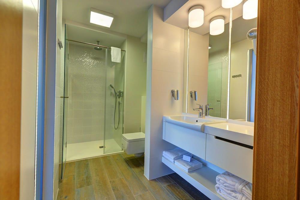 Habitación Confort con 1 cama doble o 2 individuales, 1 cama King size - Baño